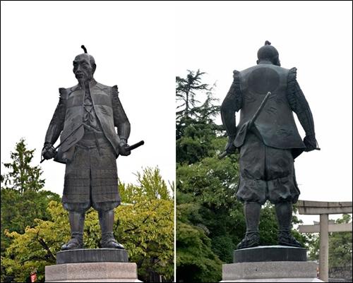 ▲오사카성 천수각 남문앞 도요구니(豊國) 신사의 히데요시 동상 앞과뒤