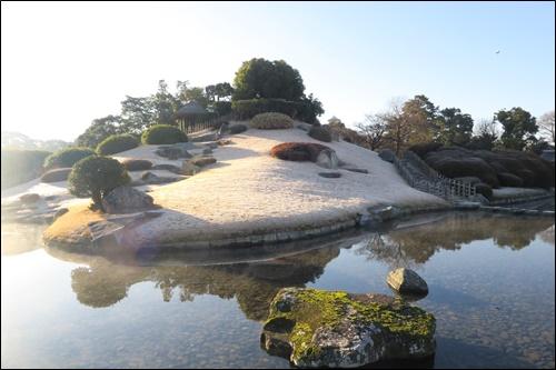 ▲고락구엔의 아름다운 연못 자리지마 풍경
