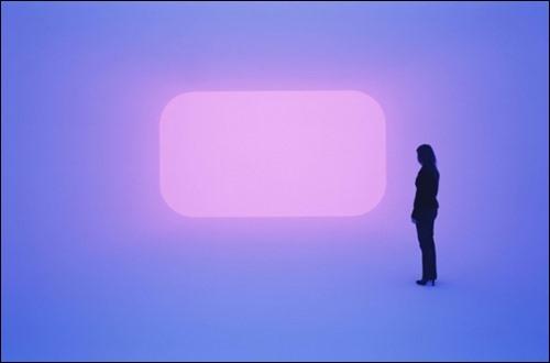 ▲ 공간의 개념을 무너뜨린 터렐의 가상현실