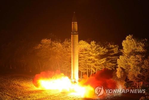 ▲ 북한의 ICBM급 미사일 '화성-14형' 2차 시험발사 장면