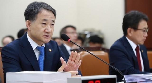 ▲ 보건복지부 박능후 장관이 여야 의원들의 질의에 답변하고 있다. (사진=연합)