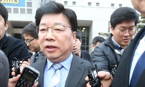 ▲ 권선택 대전시장이 징역 6개월 집행유예 2년을 선고받은 뒤 법원을 나서고 있다.