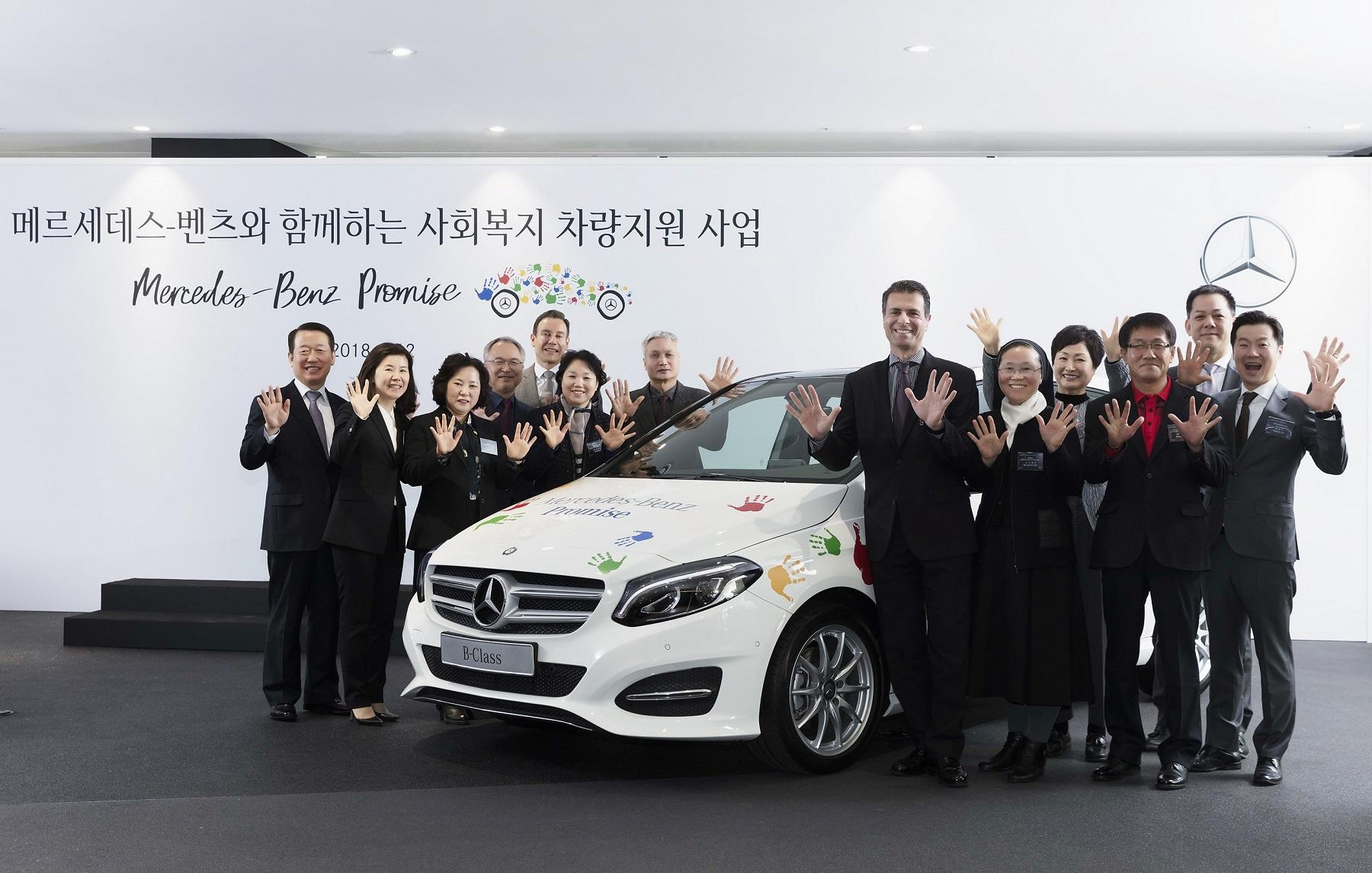 [사진 2] 메르세데스-벤츠 사회공헌위원회 차량 기증식.jpg