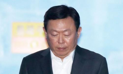 신동빈 롯데회장 호송차.jpg