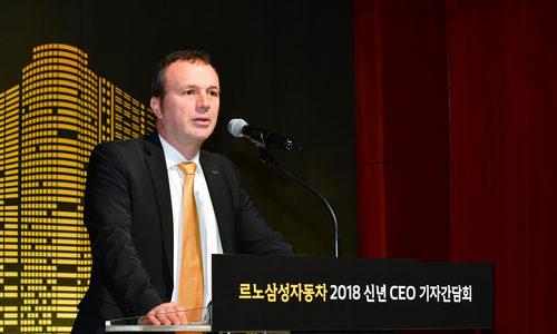 ▲ 르노삼성 CEO 신년 기자간담회에서 발언하고 있는 도미니크 시뇨라 사장.