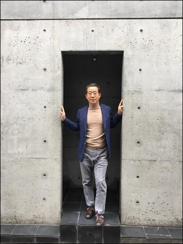 ▲ ▲오사카 '스미요시 나가이' 콘크리트 사각문에서