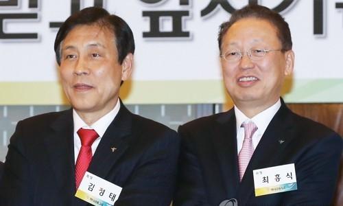 ▲ 김정태 하나금융지주회장(왼쪽) 최흥식 금감원장(오른쪽)