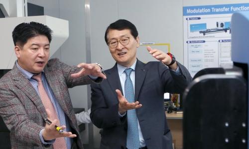 ▲ 위성호 신한은행장 (오른쪽)