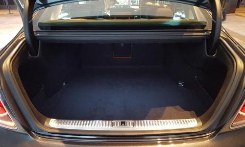 ▲ VDA 측정 기준 470리터 용량의 트렁크. 취미생활을 위한 짐들을 싣기에도 무난하다.