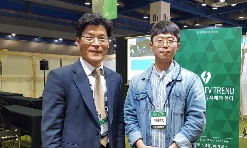 ▲ 이순종 쎄미시스코 대표(왼쪽)와 최동훈 기자.