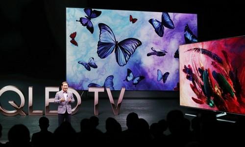 ▲ 한종희 삼성전자 영상디스플레이사업부장 사장이 17일 2018년 QLED TV 공개행사에서 설명하고 있다.