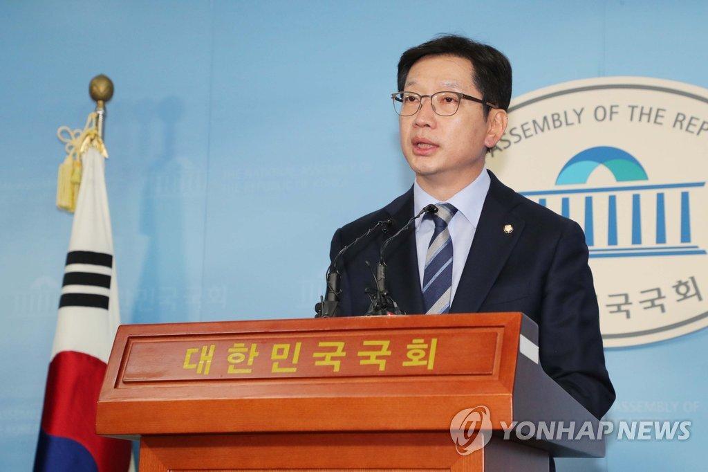 ▲ 댓글조작 사건에 연루됐다는 의혹을 받는 더불어민주당 김경수 의원이 19일 오후 국회 정론관에서 경남지사 출마 관련 입장발표를 하고 있다.