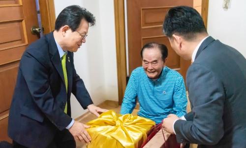 ▲ 김광수 농협금융지주 회장 (왼쪽)
