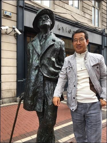 ▲ 더블린시내 수많은 사람들의 발길이 머무는 조이스 동상