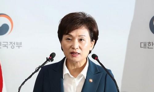 ▲ 김현미 국토교통부 장관이 21일 정부서울청사에서 수도권 주택공급 확대방안을 발표하고 있다.