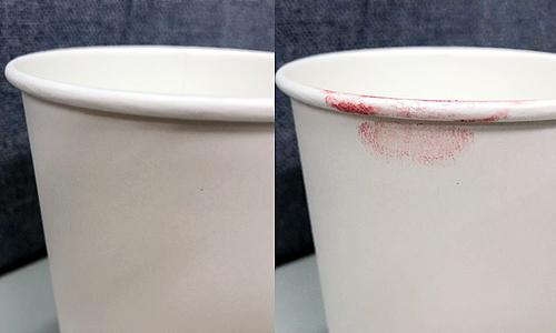 ▲ 립스틱을 본통으로 입술에 4회 발색후 컵에 든 물을 마시기 전과 후