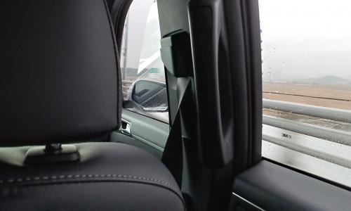 ▲ 높이를 수동조절할 수 있는 안전벨트는 승객 편의를 위한 쌍용차 배려가 담겼다.