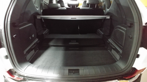▲ 압도적 규모의 트렁크에는 이동식 플루어 2개와 가림막이 탑재돼 공간을 다양하게 활용할 수 있도록 해준다.