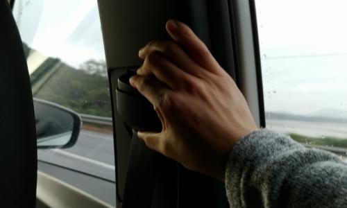 ▲ 안전벨트 높이를 조절할 수 있는 점은 쌍용차의 배려가 느껴지는 요소 중 하나다.