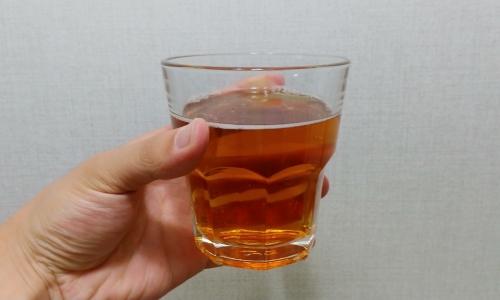 ▲ 아시아나 맥주 내용물은 매실주처럼 다소 붉그스름하다.