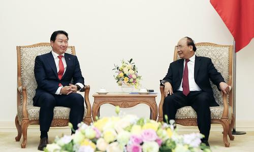 ▲ 최태원 SK 회장(왼쪽)이 응웬 쑤언 푹 베트남 총리와 면담하고 있다.