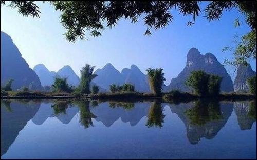▲ 리강 뗏목에서 바라보는 계림의 카르스트 풍경