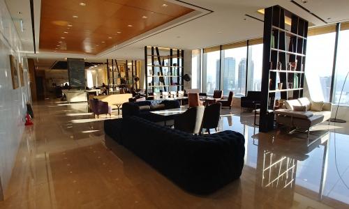 ▲ 노보텔 스위트 건물 26층 로비 및 라운지 전경.