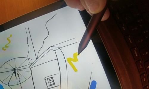 ▲ 필기감이 부드러우면서도 화면과 닿은 부분은 잘 미끄러지지 않아 진짜 펜을 사용하는 느낌이었다.
