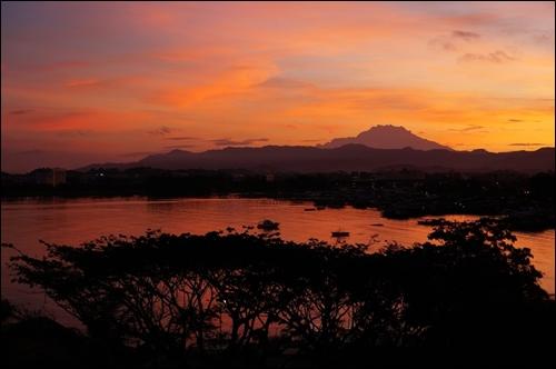 ▲ 키나발루 산의 석양녘