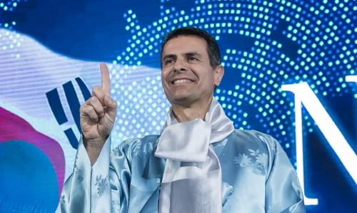 ▲ 디미트리스 실라키스 메르세데스-벤츠 코리아 사장이 지난 17일 신년 간담회에서 한복을 입은 모습.