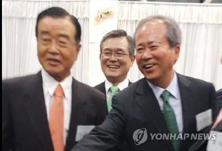 ▲ 라응찬 전 신한금융지주 회장(왼쪽)과 신상훈 전 신한금융지주 사장(오른쪽)