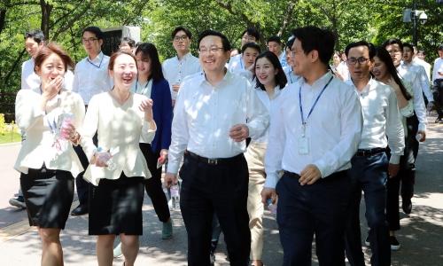 ▲ 손태승 우리금융그룹 회장 겸 우리은행장 (왼쪽에서 3번째)