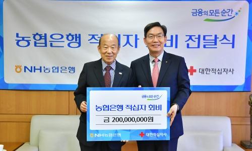 ▲ 이대훈 NH농협은행장(오른쪽)