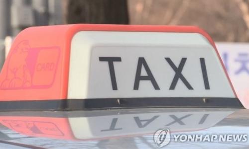 ▲ 15일 차량공유서비스 신사업에 반대하는 택시기사가 분신했다=연합뉴스 제공