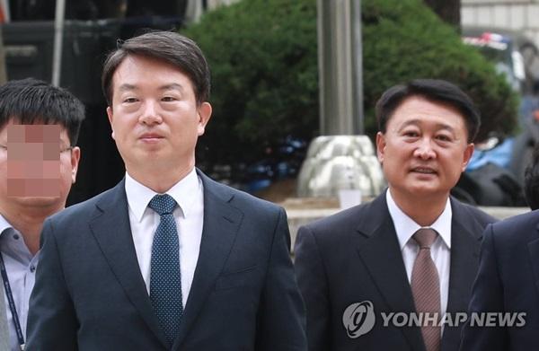 ▲ 신명 전 경찰청장(왼쪽)과 이철성 전 경찰청장