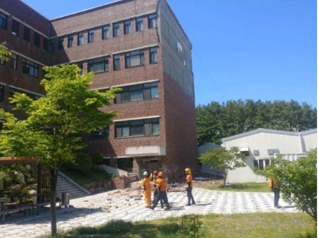 ▲ 부산대 건물 외벽