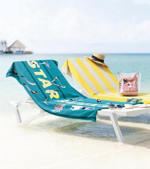 ▲ 여름 필수템을 MD로 앞세운 스타벅스와 할리스커피의 프로모션이 성황을 이루고 있다.