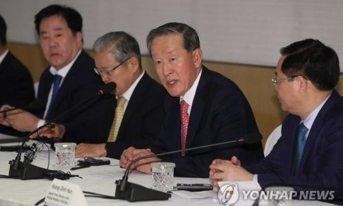 ▲ 허창수 전국경제인연합회 회장(오른쪽 두번째)