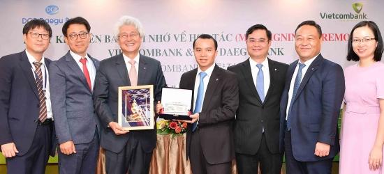 ▲ 김태오 대구은행장(왼쪽 세번째) 응우엔 타잉 뚱 VCB 부행장(왼쪽 네번째)