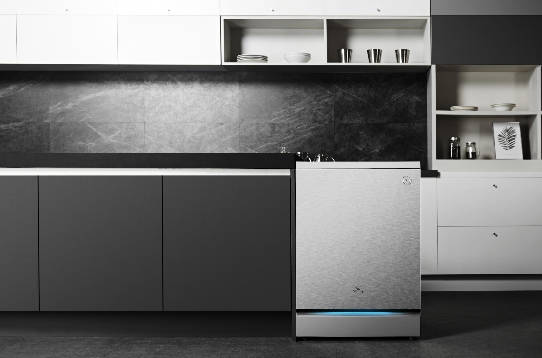 ▲ SK매직 식기세척기 '터치온'은 리얼 스테인리스 소재를 적용, 심플한 디자인으로 주방 가구들과 잘 어울린다.