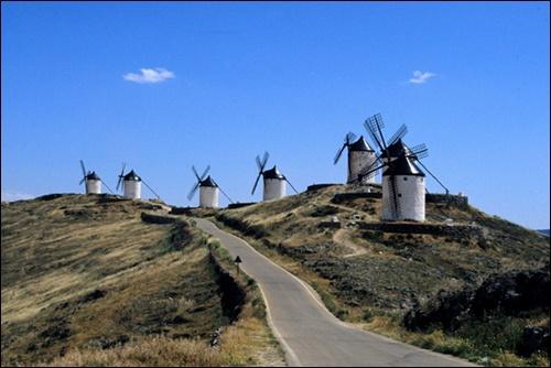 ▲ 돈키호테의 흔적이 남아있는 스페인 라만차의 콘수에그라