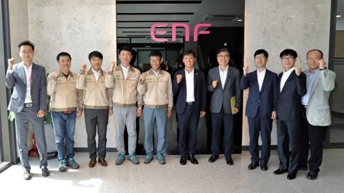 ▲ 이엔에프테크놀로지 공장을 방문한 김영문 관세청장(사진=연합뉴스)