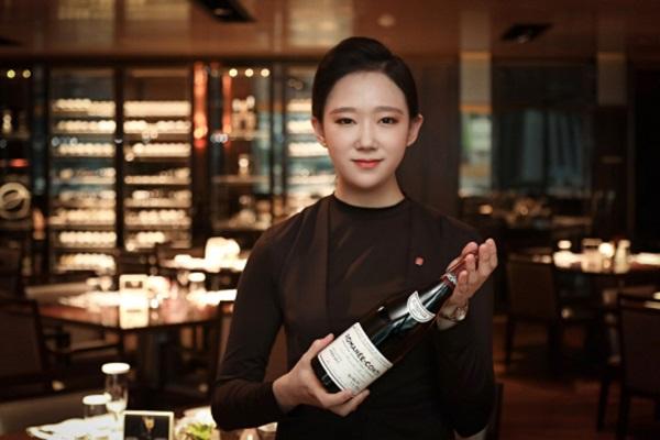 ▲ 지난해 설 시즌 부산롯데호텔에서 선보였던 7000만원 상당의 '로마네 콩티' 와인.