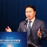 """최태원 SK 회장 """"사회적 기업 10만 개 육성…GDP 3% 수준"""""""