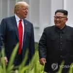 """김정은·트럼프 단독회담서 번호 교환…김정은 """"핵단추 없애게 됐다"""""""
