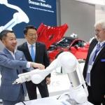 박정원 두산 회장, 독일서 현장경영…로봇전시회 참관