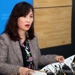 경찰, 공지영 작가 소환조사…이재명 경기지사 여배우 스캔들 관련