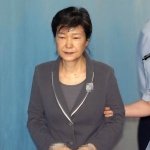'국정농단 주범' 박근혜, 2심서 징역 30년·벌금 1185억 구형