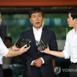 """안희정 성폭력 혐의 1심 무죄 """"부끄럽다, 다시 태어나겠다"""""""
