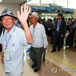 남북 이산가족, 65년 만에 눈물의 상봉 시작